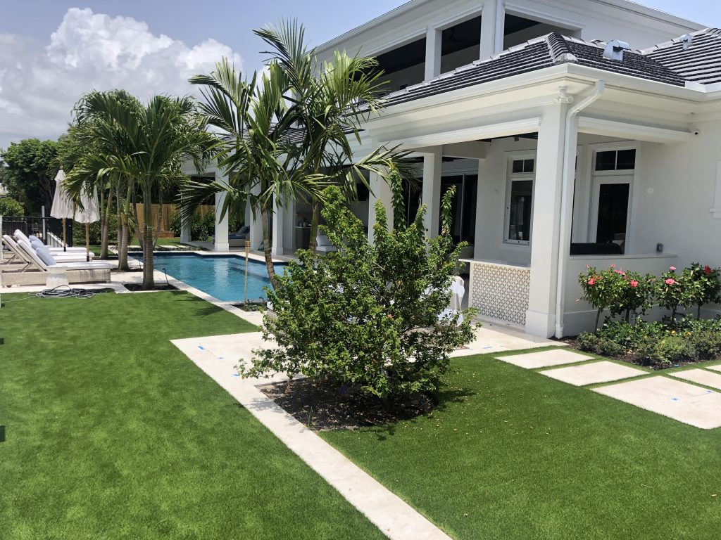 Front yard with Synthetic Lawns in Orlando